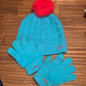 Girls Nike hat and glove set size 4-6x Good Cond